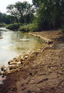Upstream rip-rap protects the structure from siltation.lunker6.jpg 21Kb